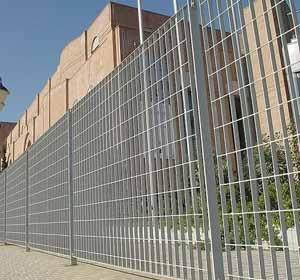 钢格板围栏.